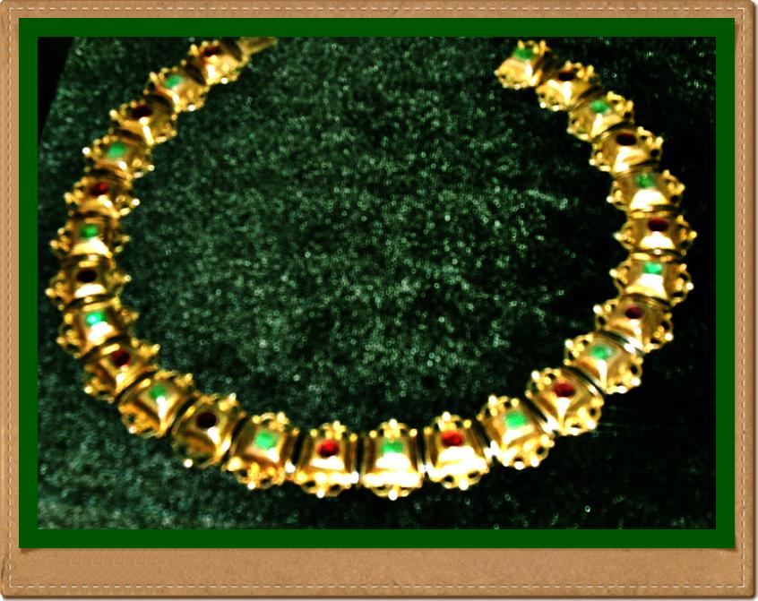 Ожерелье с изумрудами и браслет из слоновой кости