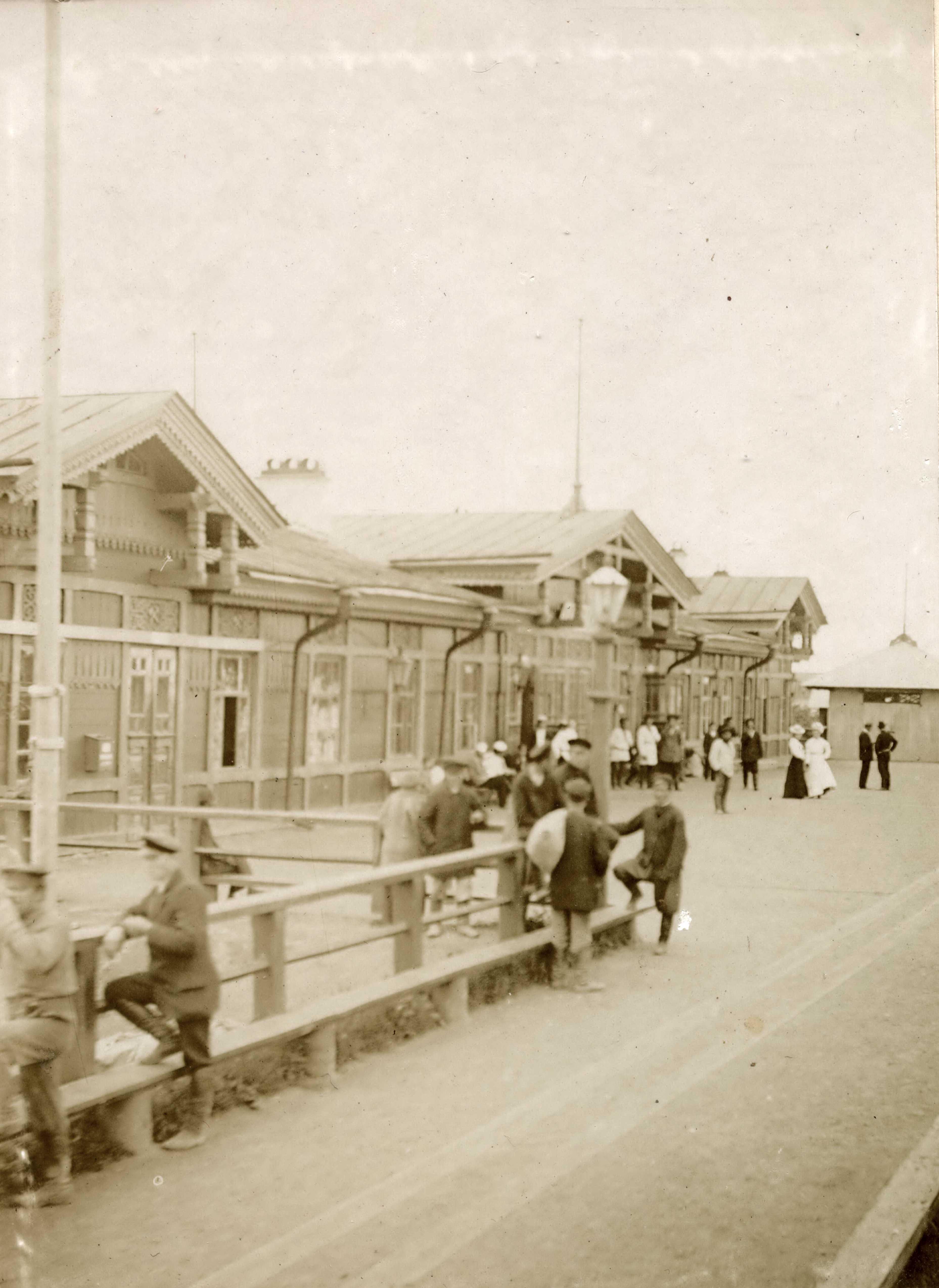 38. На перроне станции Хабаровск