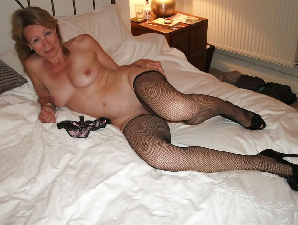 Mature brunette lesbian seduces her lover