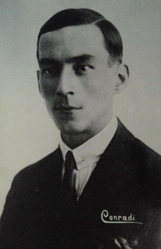 Морис Конради.
