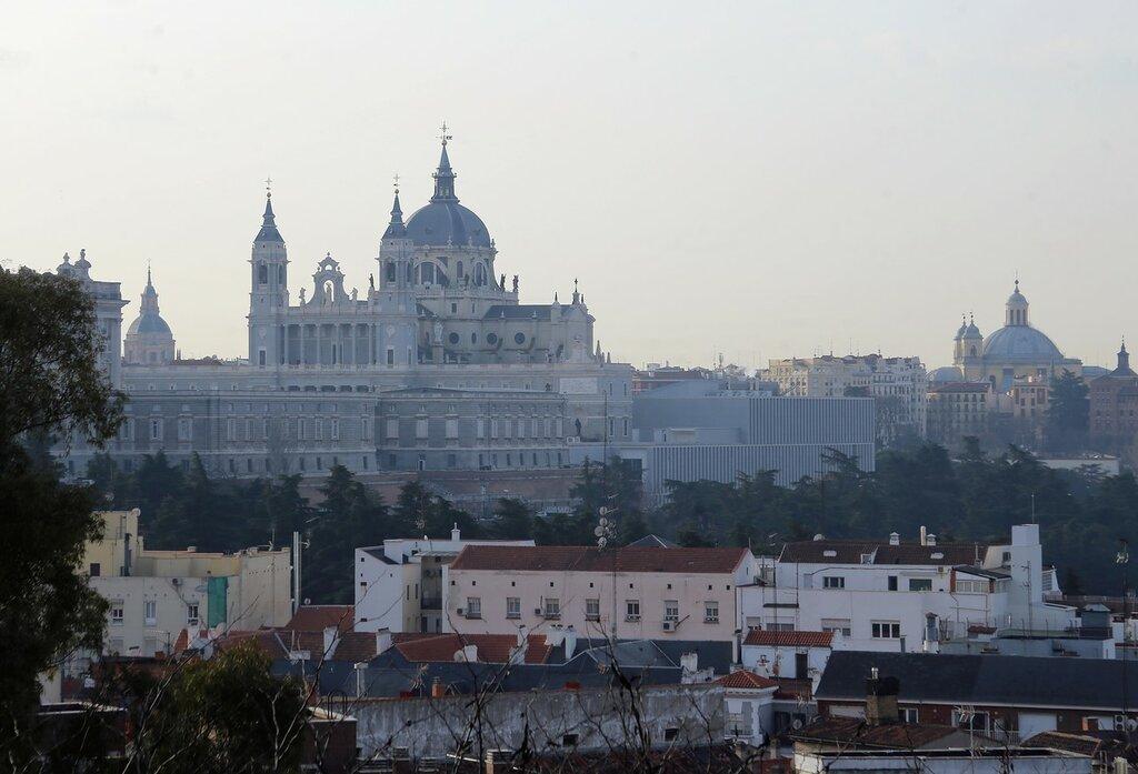 Мадрид. Королевский дворец и собор Альмудена. Вид из Западного парка