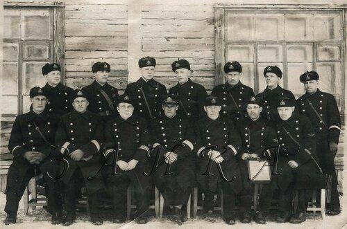 021 Петропавловск с комэском Шурыгиным 23 марта 1941 г копия.jpg