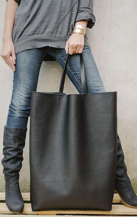 Большая тяжелая сумка,особенно если она вешается наплечо,портит осанку,повышает усталость,д