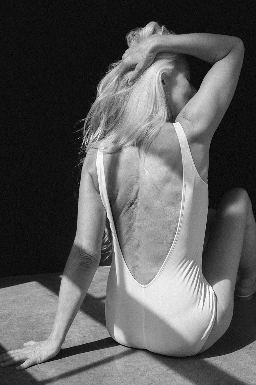 Эти снимки сделаны для кампании онлайн-магазина модной одежды The Dreslyn по продвижению купальников