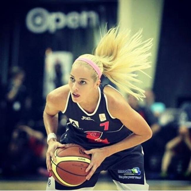 Антония Мисура играет вбаскетбол засборную Хорватии. Она стала одной изсамых заметн