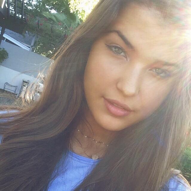 Источник: buzzfeed.com 1. Это Шарлотта Д'Алессио, ей 16 лет, и она живет в Лос-Анджелесе и ходит в ш
