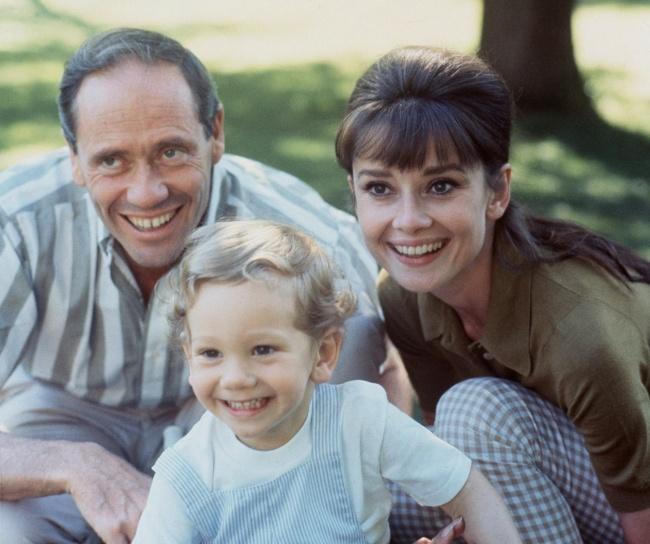 Эмма— дочь Шона, старшего сына актрисы. Девушка хорошо рисует сраннего детства иучится вАкадемии