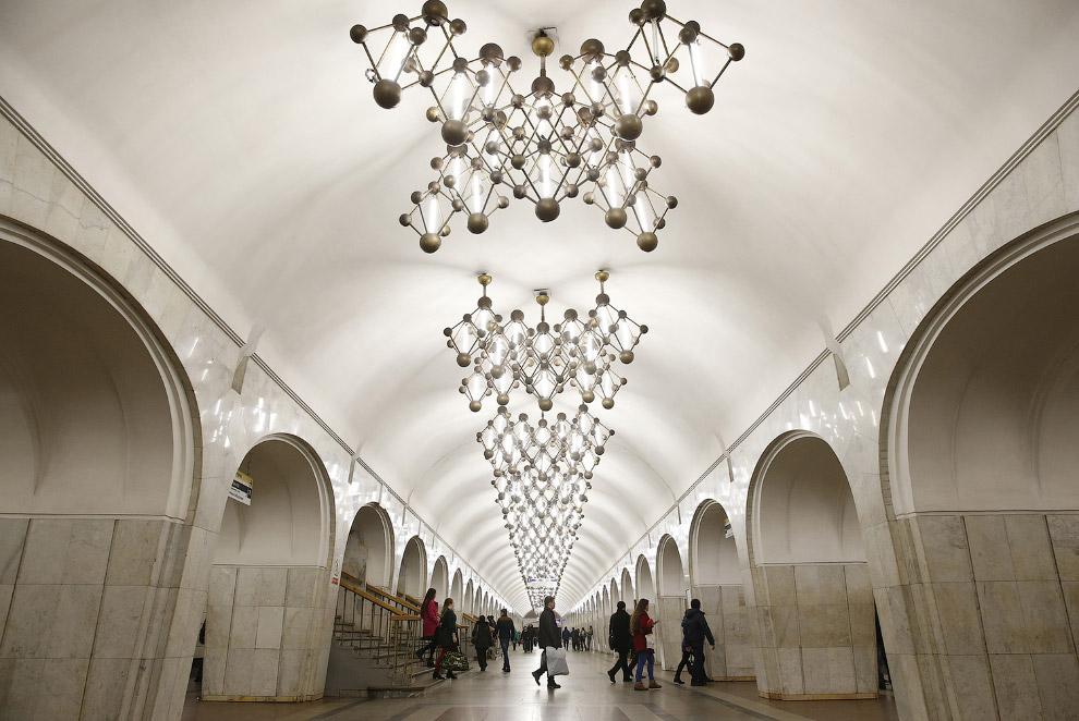Московское метро состоит из 13 линий (2 из которых впоследствии соединятся в одну) общей протяж
