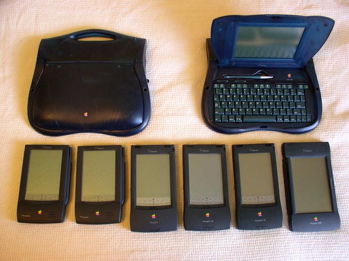 Cвой предшественник был и уiPad — планшетNewton. Разработка платформы началась в 1987 году, после
