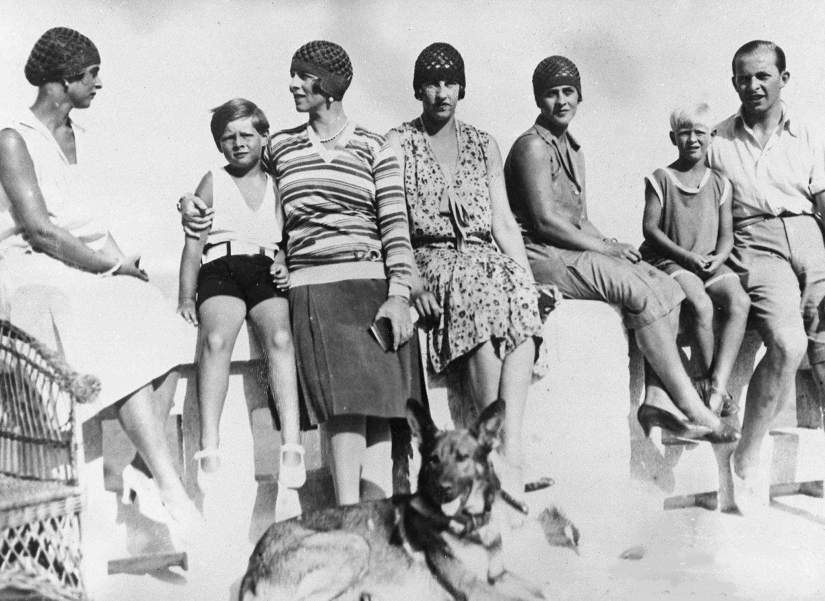 Будущий супруг королевы Великобритании родился на Корфу 10 июня 1921 года, при рождении имел титул п