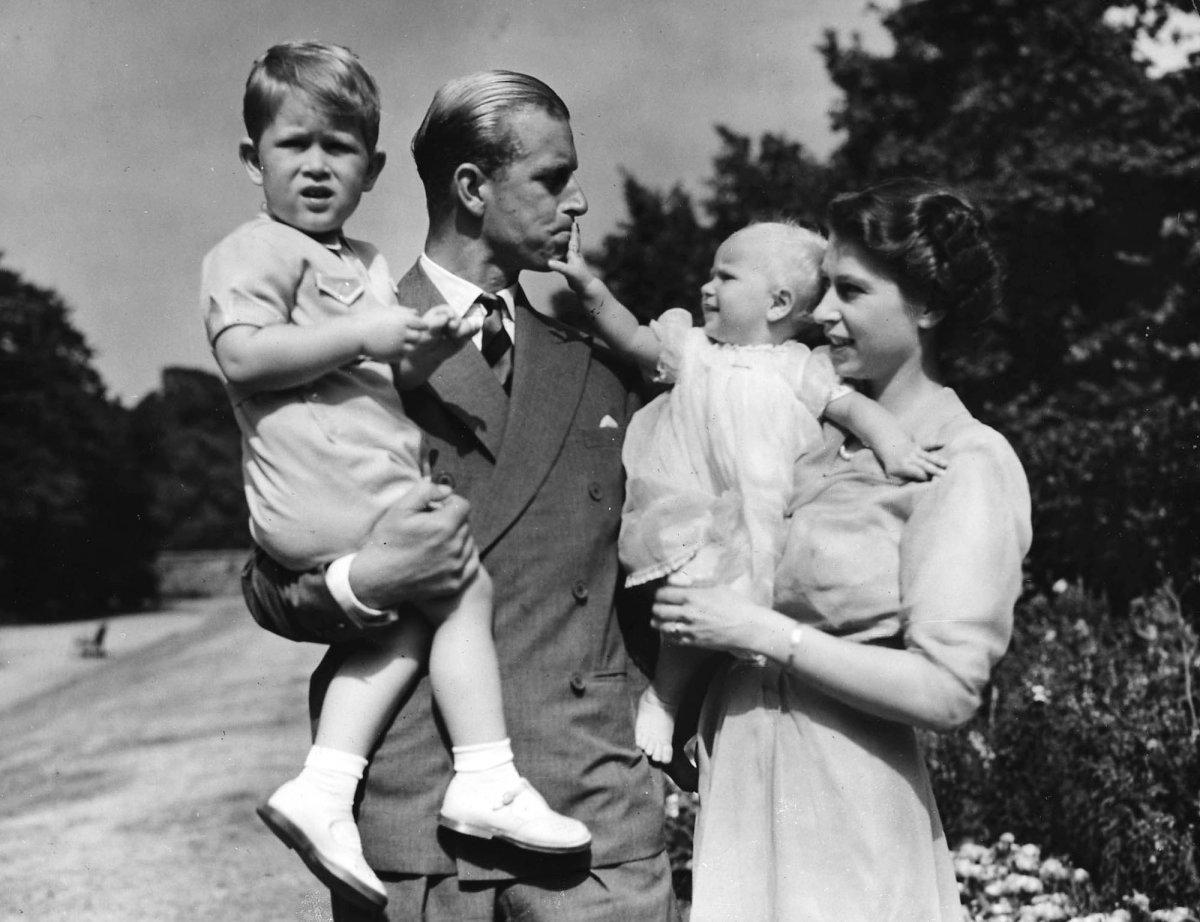 Супруги в Кларенс-хаус, резиденции британских монархов, август 1951 года.