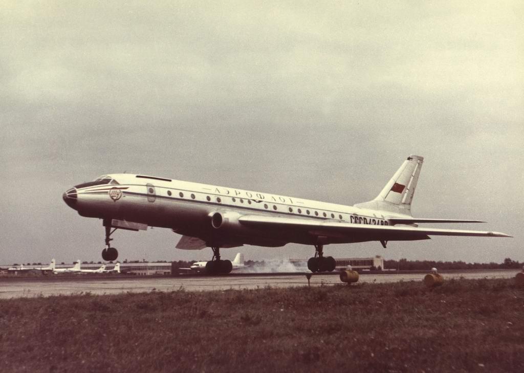 История первого советского реактивного пассажирского самолета Ту-104