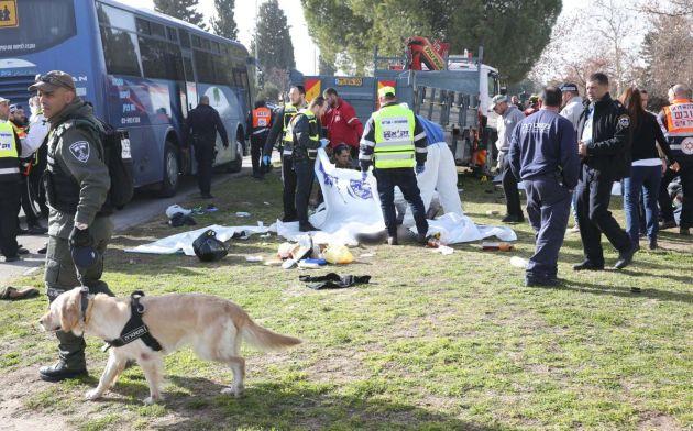 США и EC осудили теракт вИерусалиме