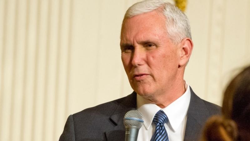 Сенат США запросил уФБР данные оконтактах Коми сБелым домом