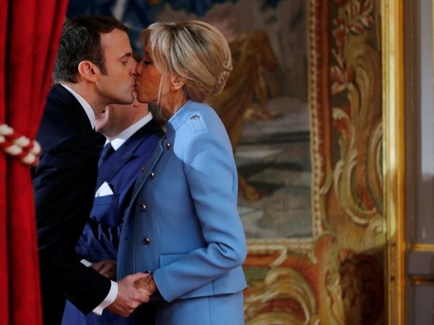 Берлускони назвал Брижит Макрон «красивой мамой» для нового президента Франции
