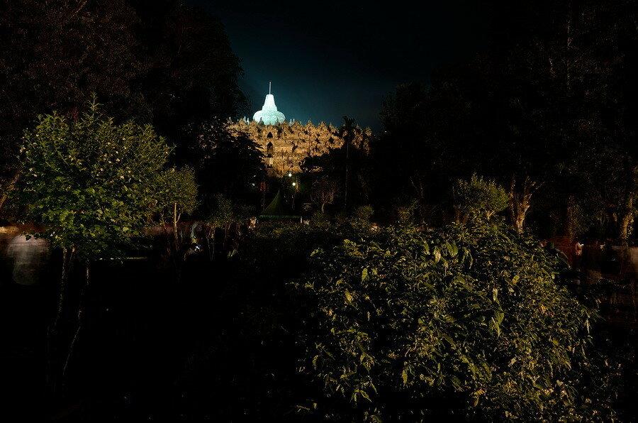 Боробудур ночью