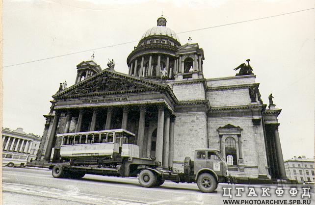 1979  Перевозка вагона петербургской конки в музей истории города Петр кр Сабадаш ИТ.jpeg