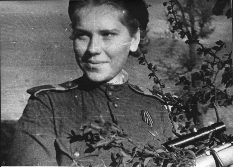 Снайпер ст. сержант Роза Шанина в деревне Мерзляки. Белоруссия. 44-1.jpg