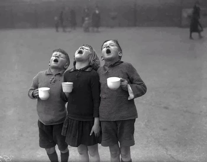 historical-children-playing-photography-43-589dbf34676c6__700.jpg