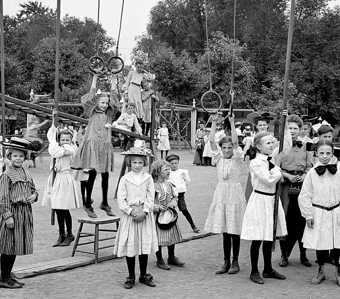 historical-children-playing-photography-115-58ac0eda77734__700.jpg