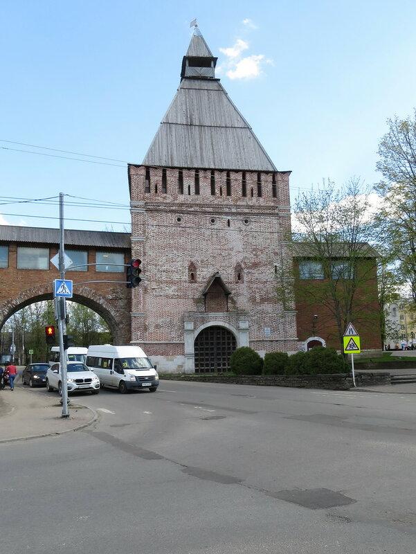 Никольские ворота (15) со стороны города