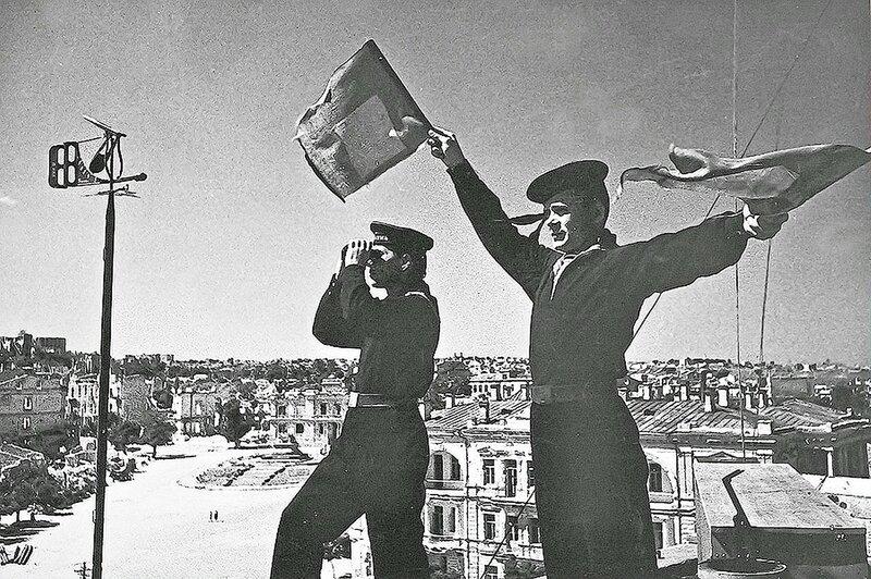 Фотография Е. Халдея(1917 - 1997)Фотохудожник Победы (29).jpg