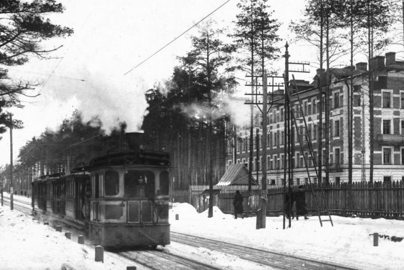 Паровой трамвай на Лесной Улице Петербурга, 1911 год..jpg