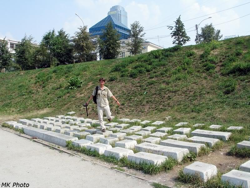 На памятнике клавиатуре