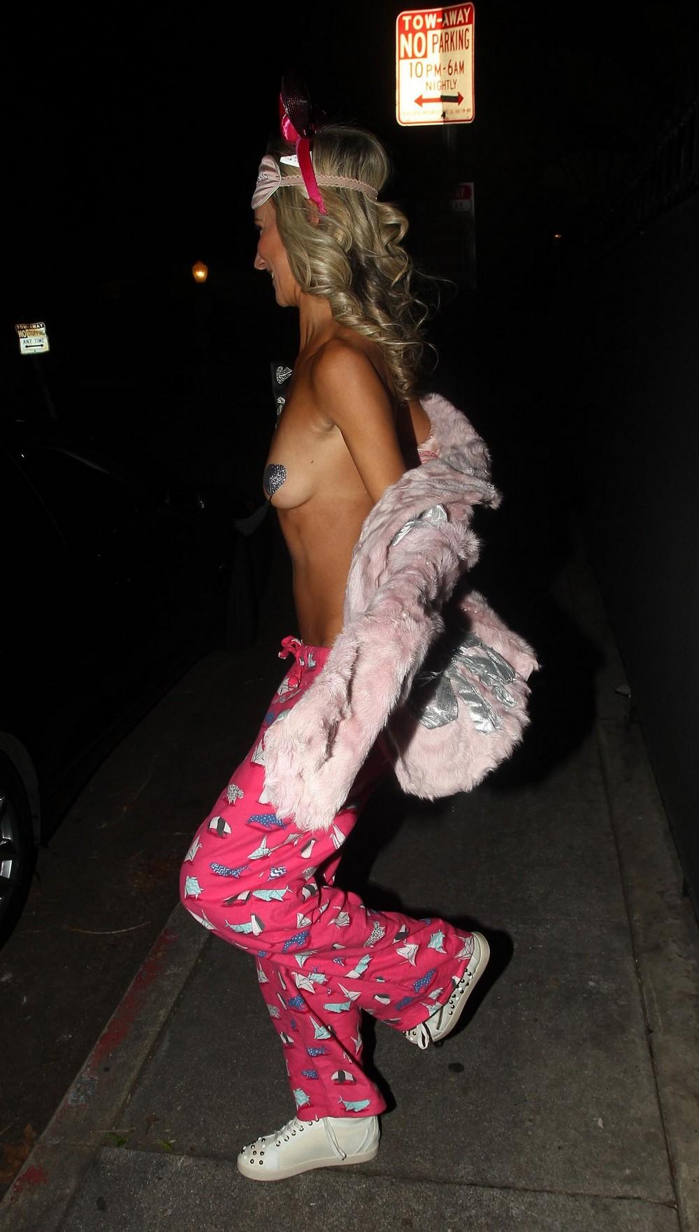 Леди Виктория Херви огалила тощее тельце на улице