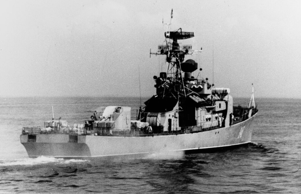 Petya-class ocean escort in the Baltic Sea. Soviet ship photographed at sea during late 1963. Ship is wearing pennant number 340.