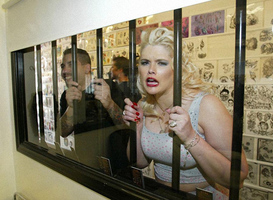 В период между 2002 и 2004 годами ставшая знаменитой блондинка снялась в собственном реалити-шоу «Ан