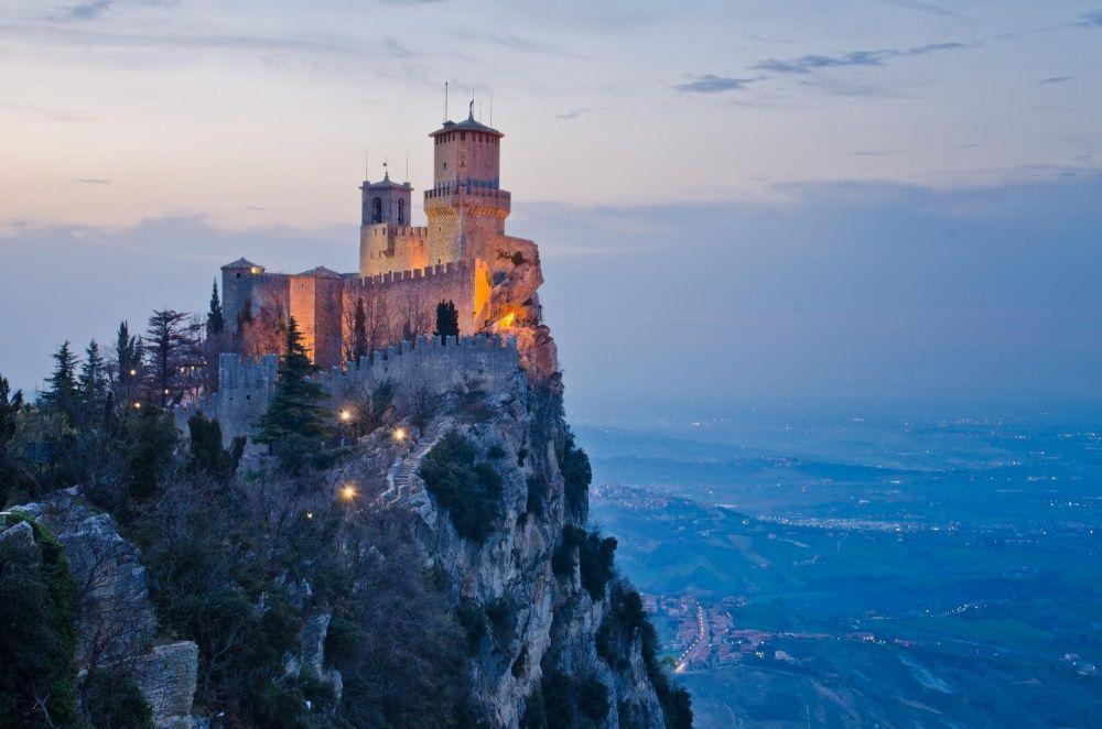 13. Замок Гуаита, Сан-Марино Замок с XI века располагается на вершине неприступной горы Монте-Титано