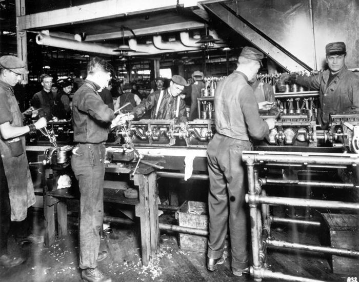 Линия сборки моторов в Хайленд-Парке, 1914