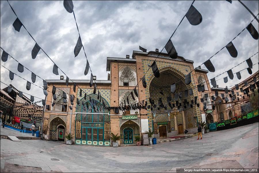34. Мечети в Иране оформлены просто потрясающе – орнаменты можно разглядывать очень долго