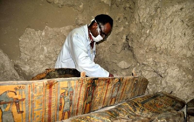 Позднее археологи нашли много черепов. Их пока не удалось идентифицировать. Отдельного внимания засл