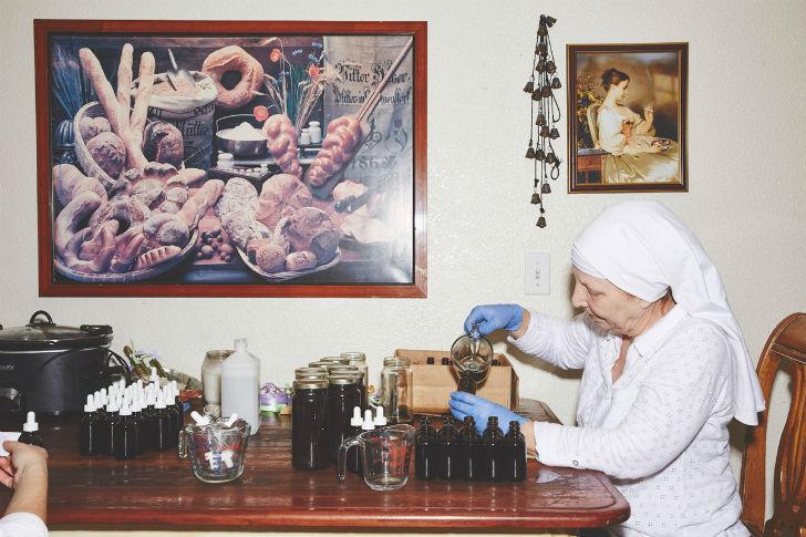 Сестра Кейт поделилась, что они делают, к примеру, масло, которое помогает от множества болезней и н