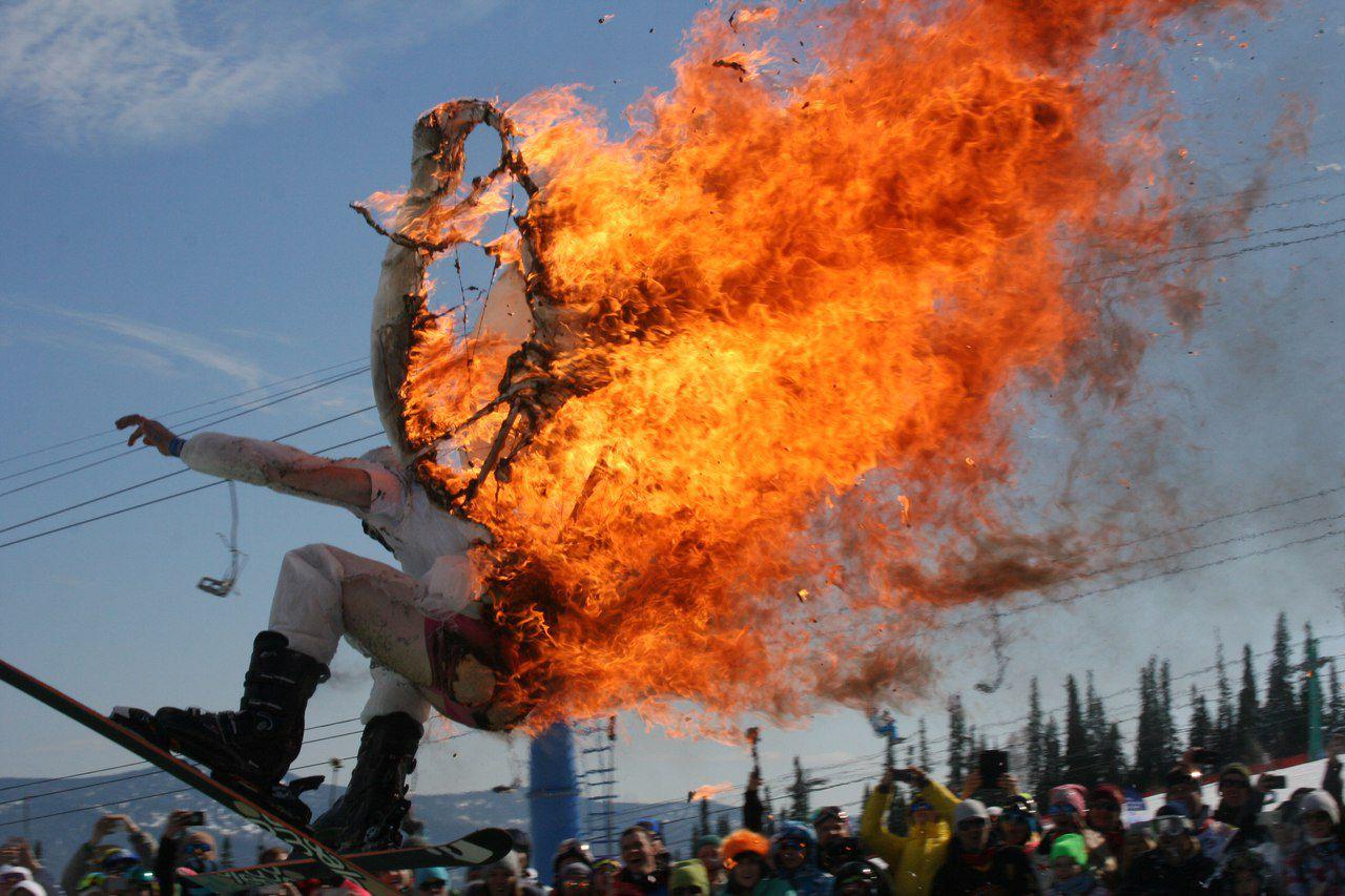 ВШерегеше мужчина поджёг себя исъехал сгоры налыжах