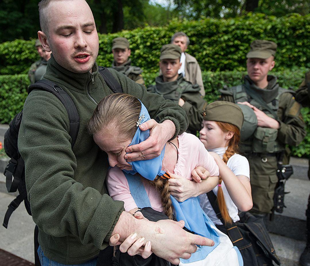 В Киеве ранен фашист напавший на мать с ребенком 9 мая 2016 года