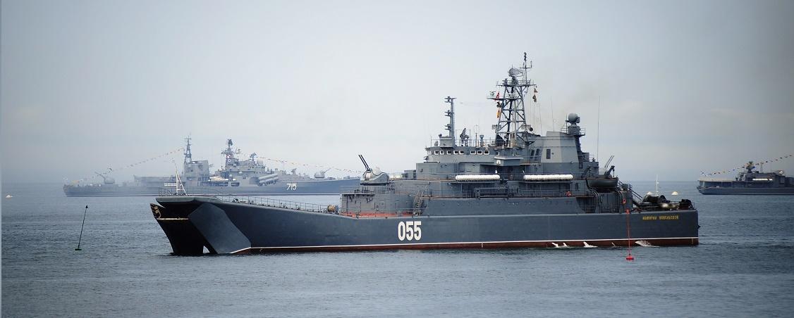 Парад кораблей во Владивостоке в День ВМФ России