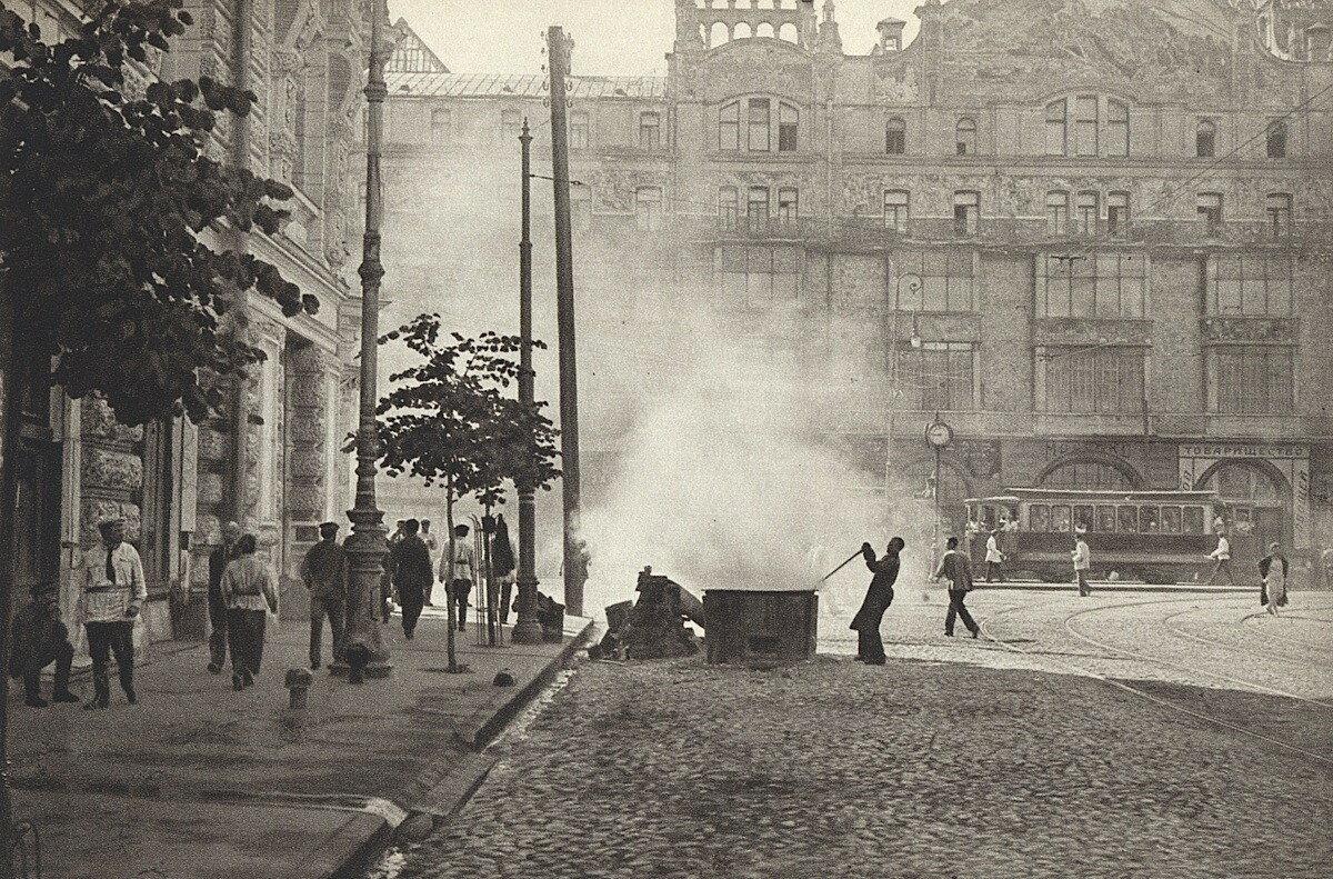5954 Угол Неглинной улицы и Театрального проезда 1920-е.jpg