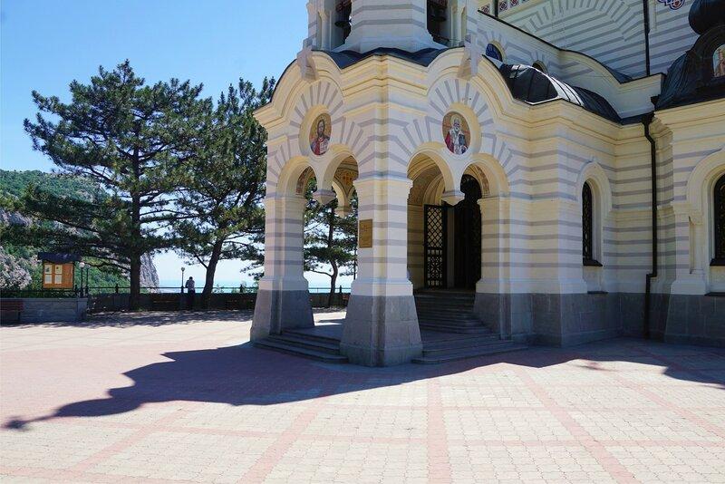 Храм Вознесения Господня в Форосе-вход