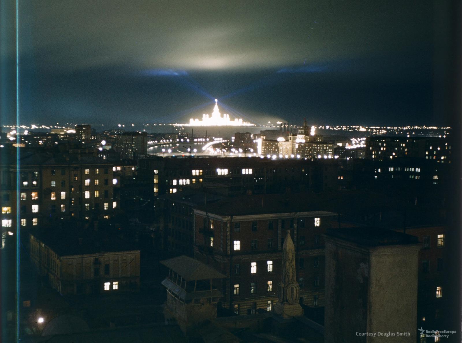 27. Вид ночного города с крыши американского посольства