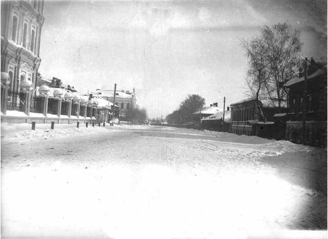 Воскресенская улица. Вид с запада, на перекрестке с Галкиным переулком. 1909-1917