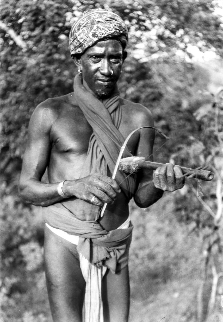 763. Орисса. Мужчина с струнным инструментом