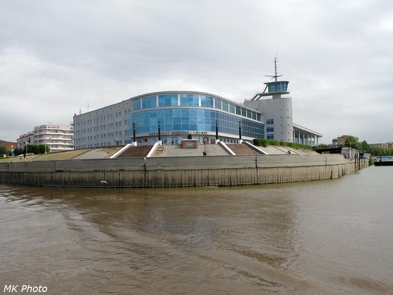 Бывшее здание речного вокзала в устье Оми