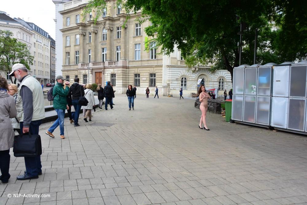 Голая Lala прогулялась по Вене