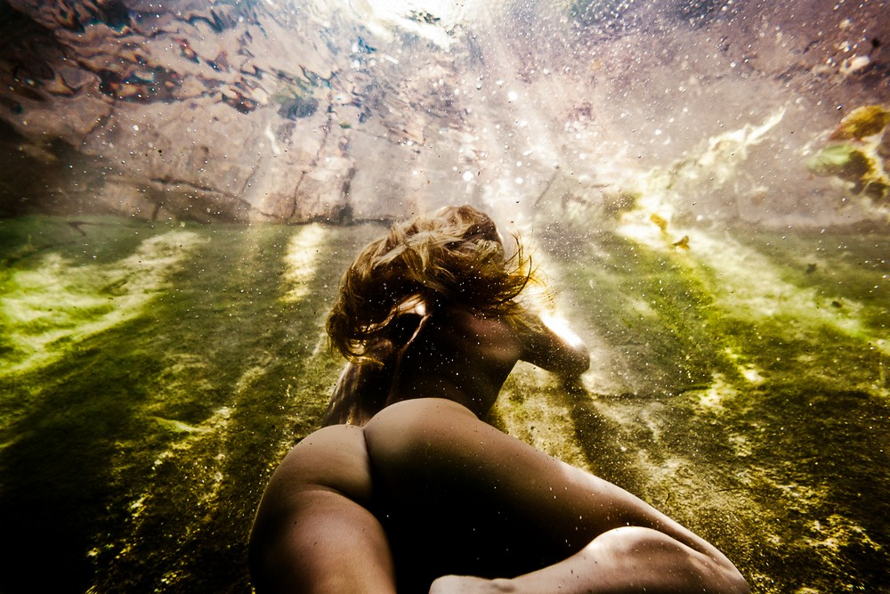 Naked girls in the water in the pictures of Neil Craver
