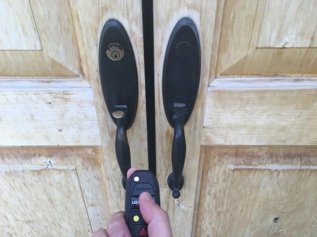 BuzzFeed «Я пыталась открыть парадную дверь своей квартиры кнопкой на автомобильном ключе. А еще я н