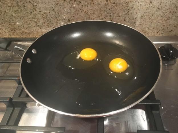 BuzzFeed «Я пыталась приготовить яйца на сковороде, но ничего не происходило. В итоге я поняла, что