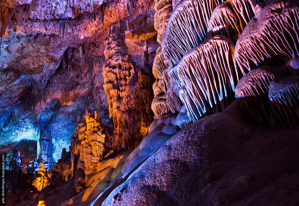 8. В 1975 году пещере Сорек присвоили статус заповедника, оборудовали спуск (с высоты в 385 мет